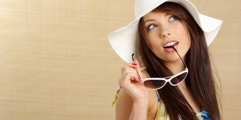 Frau mit Sommerbekleidung