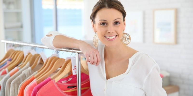 Auswahl an Damenbekleidung