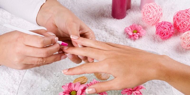 Maniküre der Nägel