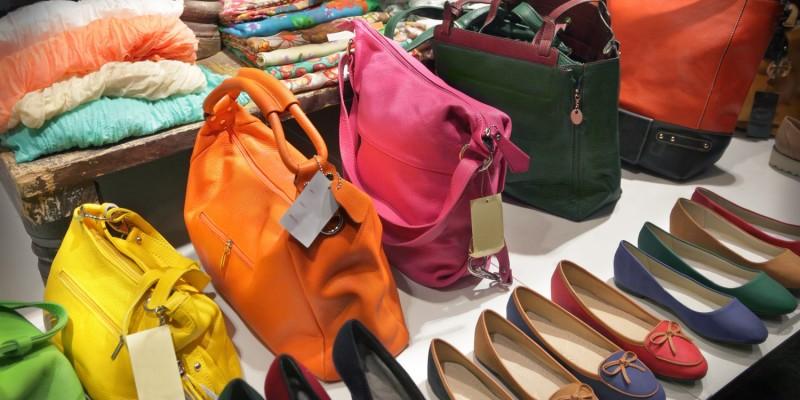 Accessoires in Damenboutique