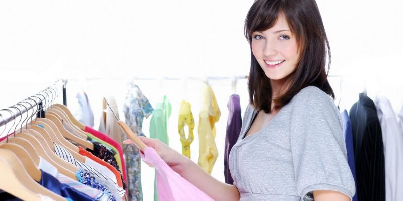 Frau mit schickem Kleid