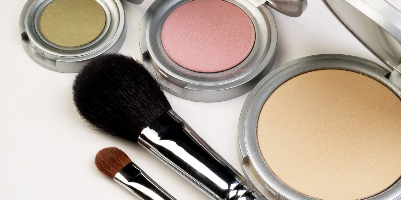 Make-up mit leichten Pastellfarben